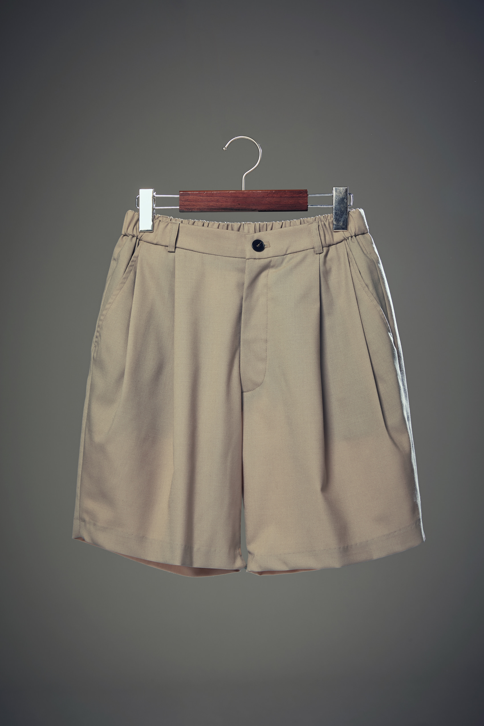 Double Pleats Half Pants Beige