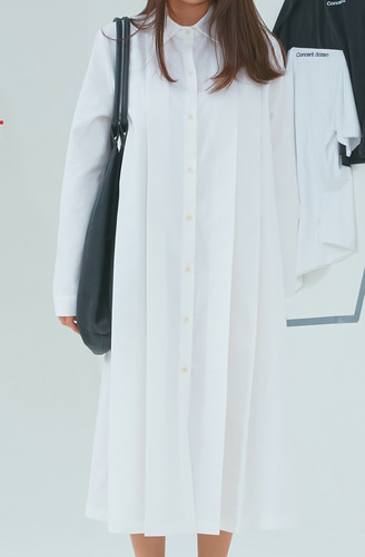 pleats onepiece white